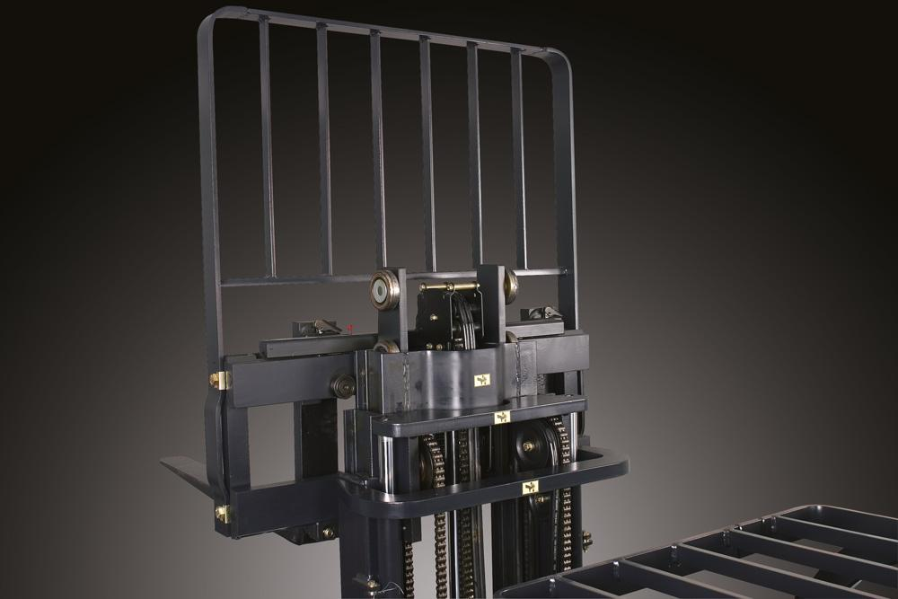 Robust upright and fork carriage structure